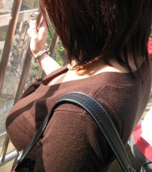 パツンパツンの着衣巨乳の女の子をたまに見るけど羨ましいよなぁぁぁwwwwwww【画像30枚】18_20180328005947d2f.jpg