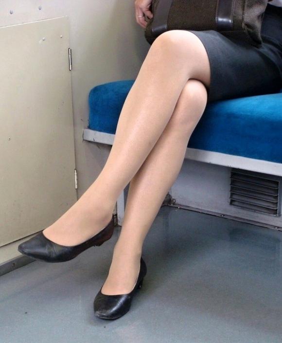 外で見かけるエロい脚にグッとくるwwwwwww【画像30枚】18_20180417011204cf9.jpg