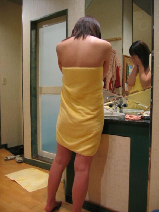 バスタオル巻いてる素人女子がめっちゃエロい件wwwwwww【画像30枚】18_20180528004735dbf.jpg