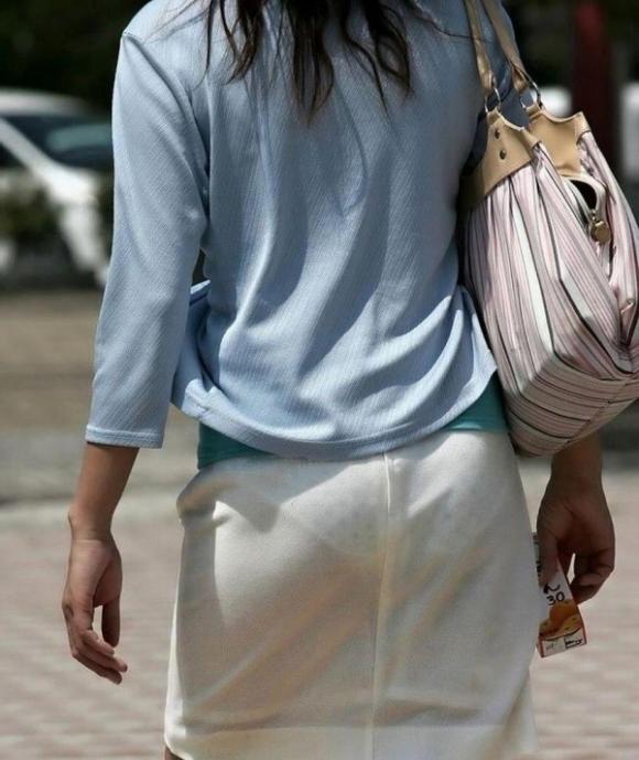 暑いからってパンツ透けるスカートで外出しちゃダメだってwwwwwww【画像30枚】18_20180601004753b74.jpg