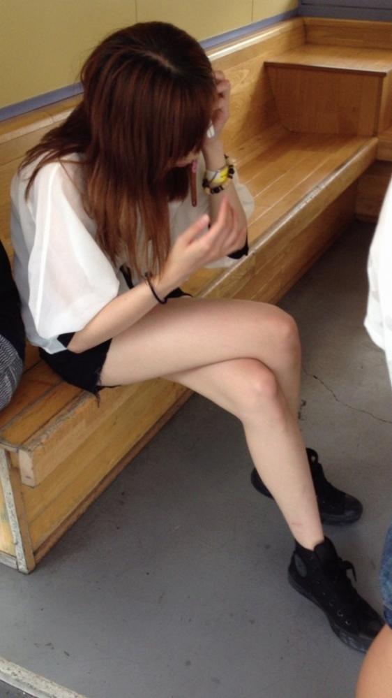 街でホットパンツの女の子を見るとどうしても目がいってしまうwwwwwww【画像30枚】18_201806090109273bf.jpg