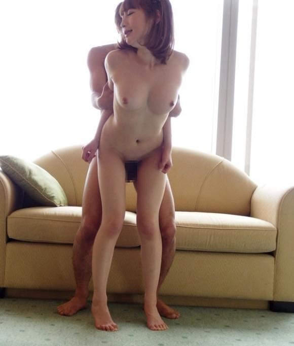 立ちバックで脚ガクガクになりながらハメられてる女の子がエロいwwwwwww【画像30枚】18_20180612002442efa.jpg