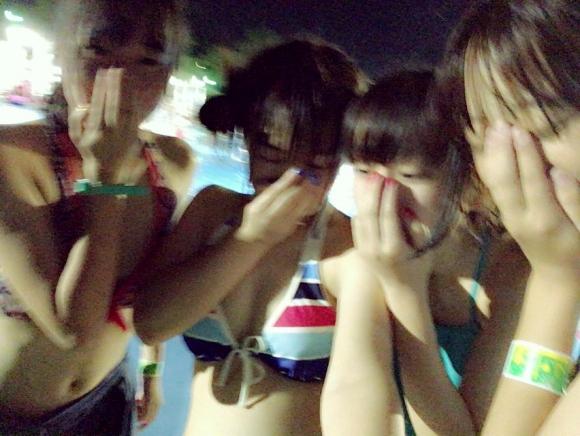 エロい感じの女の子が集まるナイトプールがアツい!wwwwwww【画像30枚】18_20180622014746b91.jpg