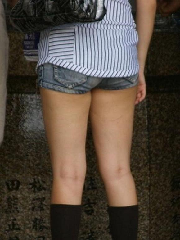 女の子が着るホットパンツっていうエロい服装wwwwwww【画像30枚】18_20180708003250a4a.jpg