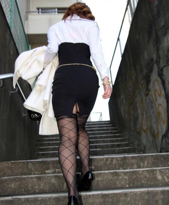 パツパツのタイトスカートからのおしりがエロい!【画像30枚】18_20180805235543a66.jpg