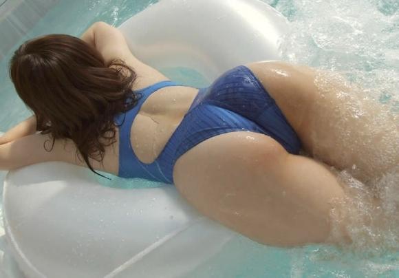 ピタっとした競泳水着のおしりのラインがエロすぎるwwwwwww【画像30枚】19_20171030005802a87.jpg