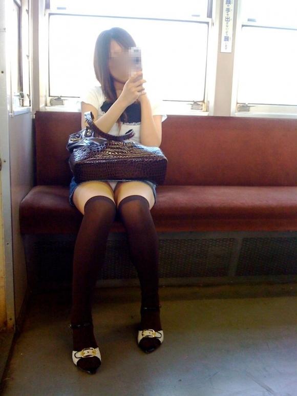 全部デニムスカートが悪い!wwwこういうパンチラがエロいwwwwwww【画像30枚】19_2018012915414928b.jpg