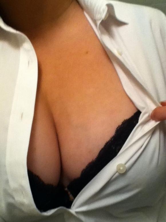 【素人おっぱい画像】素人女子が撮影するセルフ自撮り胸チラ画像がくっそエロいwwwwwww【画像30枚】19_20180220014044b5c.jpg