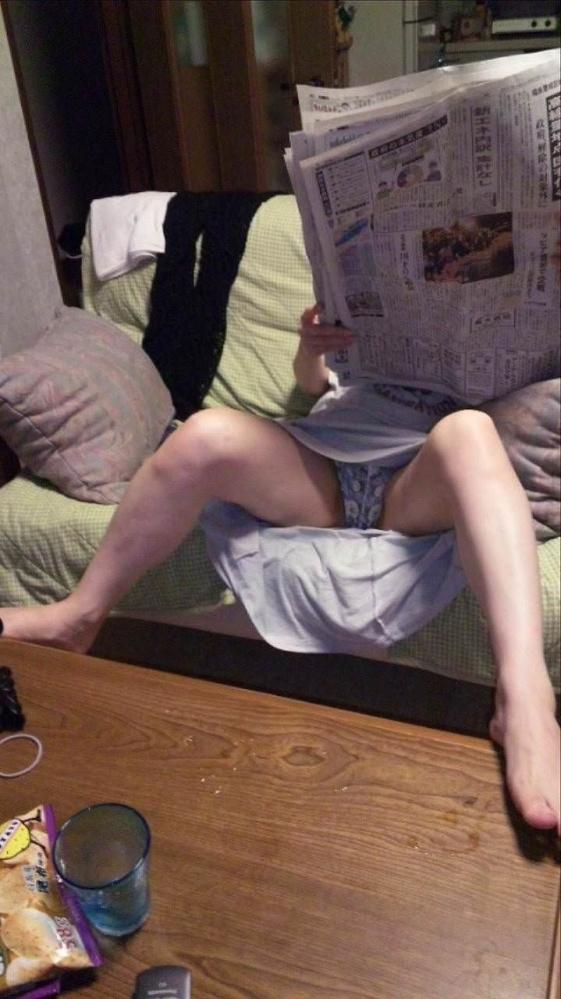 【家庭内盗撮】家の中で撮られた胸チラやパンチラの数々が驚異的にエロいwwwwwww【画像30枚】19_20180305012006aed.jpg