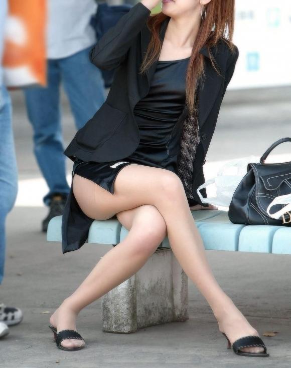 外で見かけるエロい脚にグッとくるwwwwwww【画像30枚】19_20180417011206dce.jpg