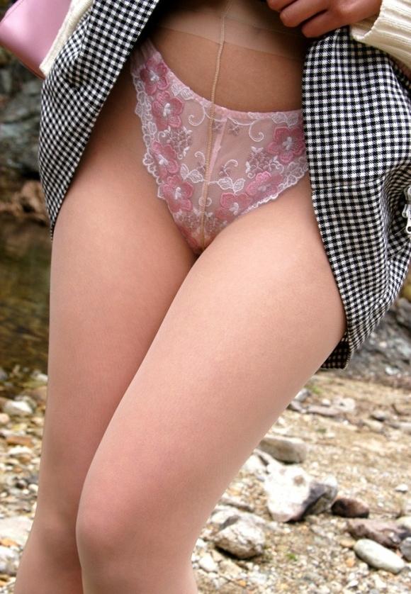 自分でスカート捲ってパンチラしてくれるお姉さんがめっちゃ好きwwwwwww【画像30枚】19_20180419033253529.jpg