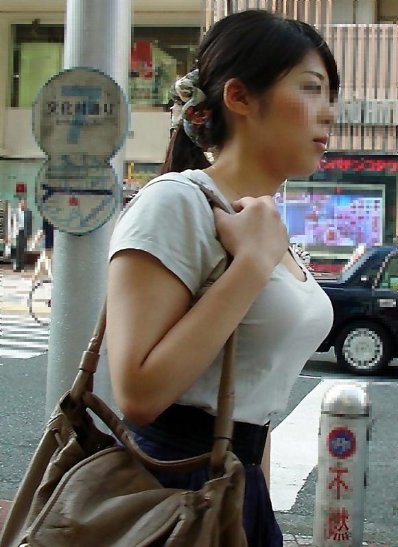圧倒されるレベルの着衣巨乳おっぱいに遭遇したwwwwwww【画像30枚】19_20180427012234bc1.jpg