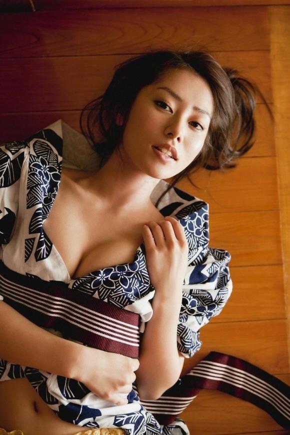 日本人なら絶対好きな和服のエロ画像wwwwwww【画像30枚】19_201805290049169c2.jpg