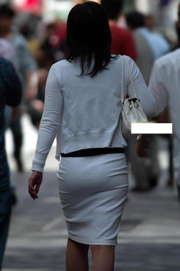 暑いからってパンツ透けるスカートで外出しちゃダメだってwwwwwww【画像30枚】19_201806010047553f8.jpg