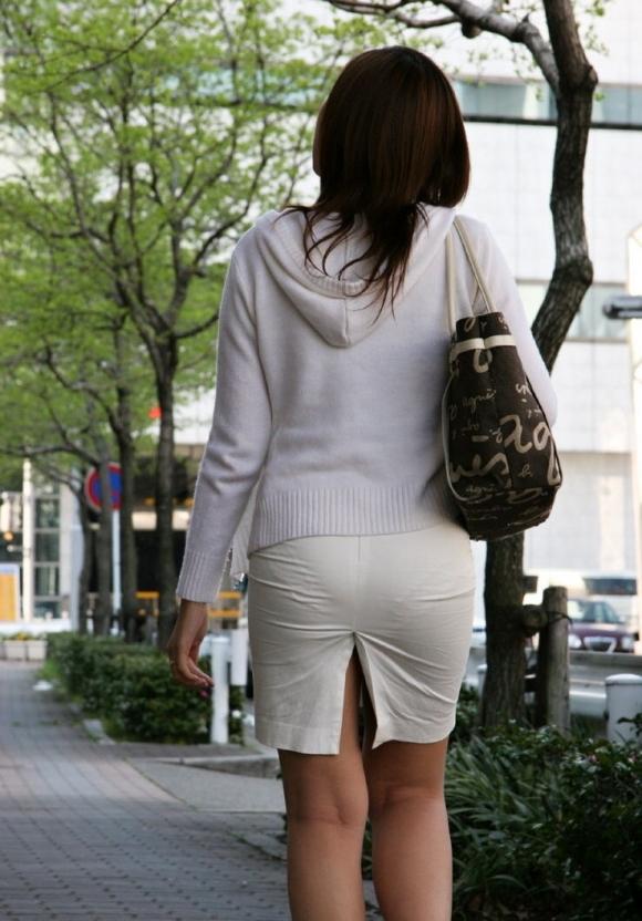 薄手のスカートからの透けパンティがくっそエロいwwwwwww【画像30枚】20_2018012001232100b.jpg