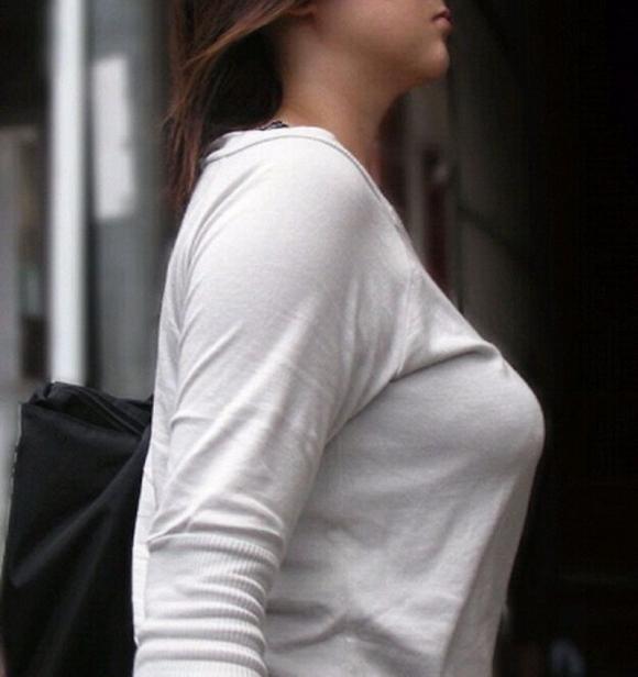 パツンパツンの着衣巨乳の女の子をたまに見るけど羨ましいよなぁぁぁwwwwwww【画像30枚】20_20180328005950c62.jpg