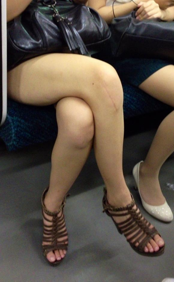 外で見かけるエロい脚にグッとくるwwwwwww【画像30枚】20_20180417011207e05.jpg