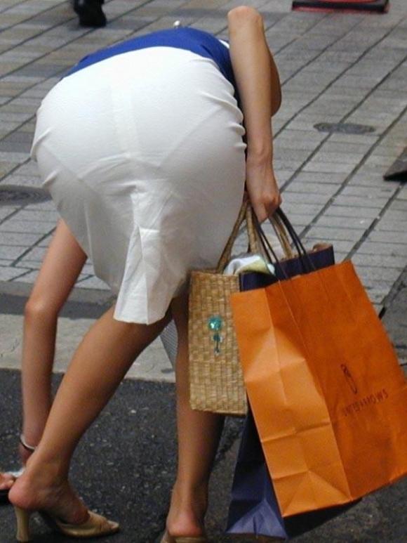 暑いからってパンツ透けるスカートで外出しちゃダメだってwwwwwww【画像30枚】20_20180601004756cca.jpg