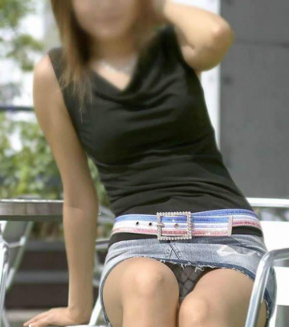 デニムスカートって簡単にパンチラしちゃうから履くとき注意なwwwwwww【画像30枚】20_20180610011728cd9.jpg