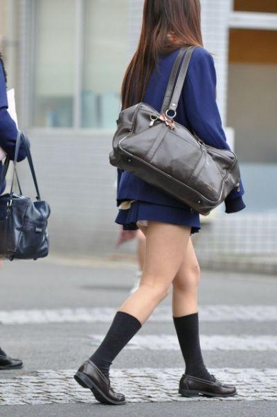 【女子校生】JKのパンツ見れるとなんでこんなにハッピーな気分になれるんだろうなwwwwwww【画像30枚】20_201807250110571d4.jpg