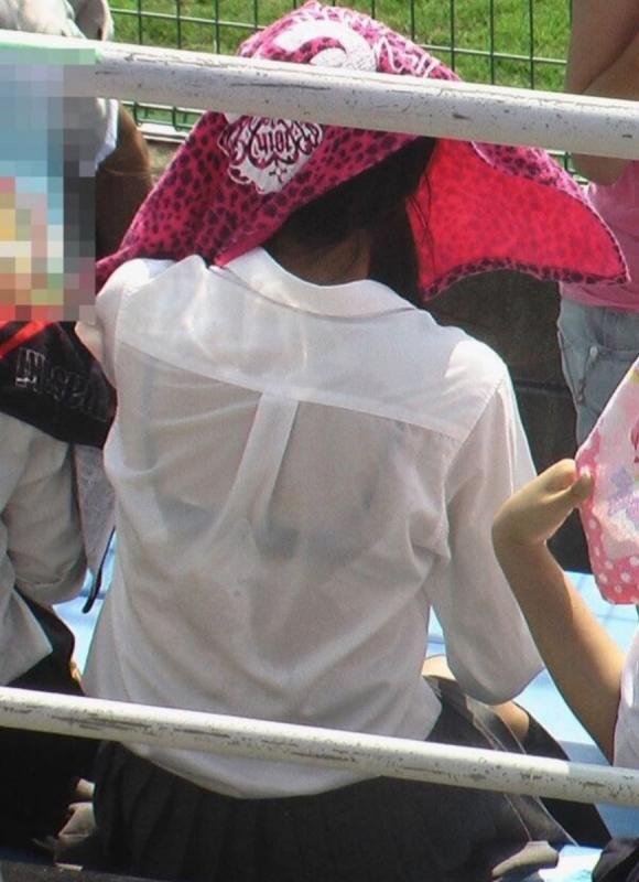 【女子校生】薄着になる夏はJKの透けブラを大量ゲットできる季節wwwwwww【画像30枚】20_2018072600402402c.jpg