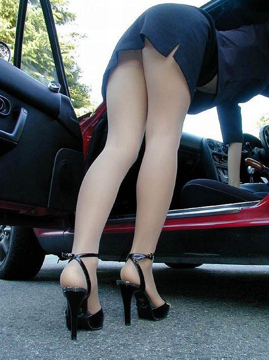車から乗り降りする時のパンチラが多すぎるwwwwwww【画像30枚】21_2017122602425684a.jpg