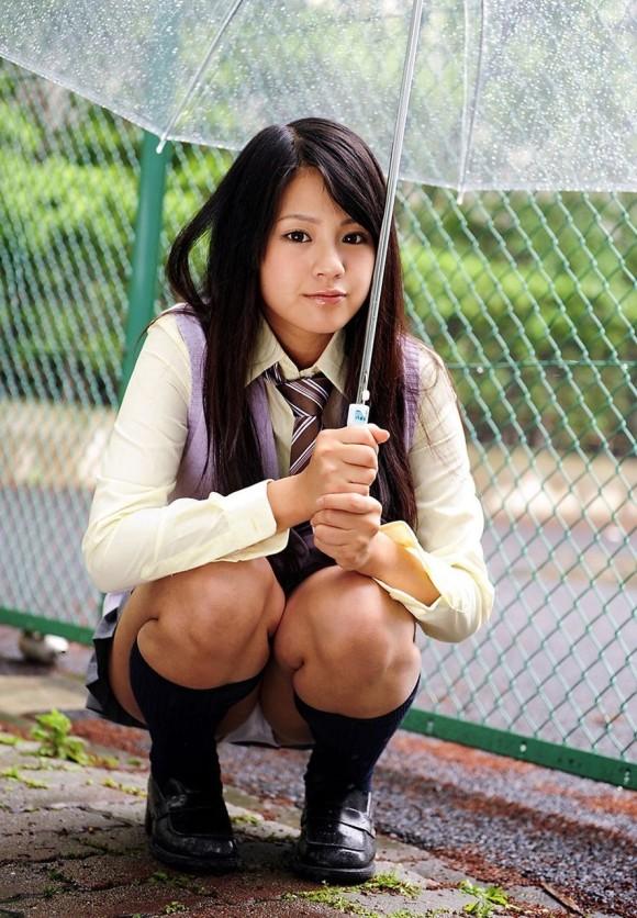 【女子校生】可愛いJKのしゃがみ込みパンチラにムラムラしてくるwwwwwww【画像30枚】21_2018040123554137f.jpg