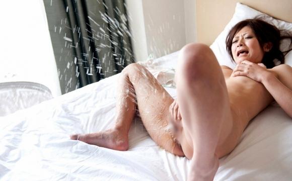 【潮噴き】女の子のガチイキ潮噴きが想像以上に激しくて凄いwwwwwww【画像30枚】21_201805150154042bb.jpg