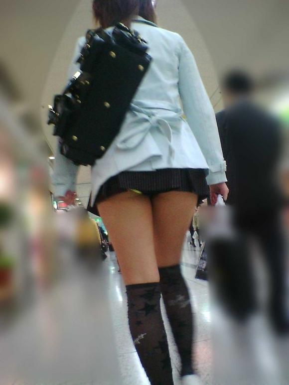 いくら暑いからってそりゃスカート短すぎるって!wwwwwww【画像30枚】21_20180715004023624.jpg
