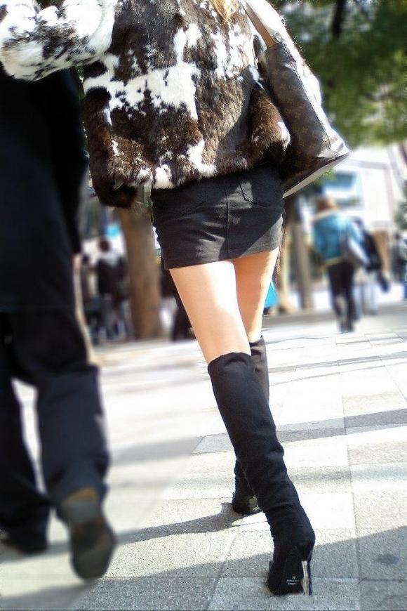 ミニスカートの女の子ってどうしても目がいってしまうwwwwwww【画像30枚】22_20171001024049014.jpg