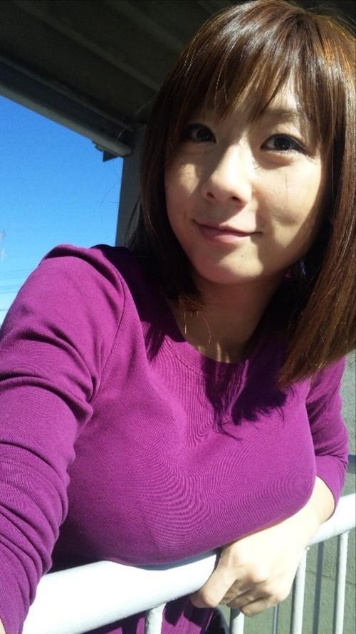 ニットセーターを着た女の子のおっぱいのカタチがエロすぎて困るwwwwwww【画像30枚】22_201711300007150f7.jpg