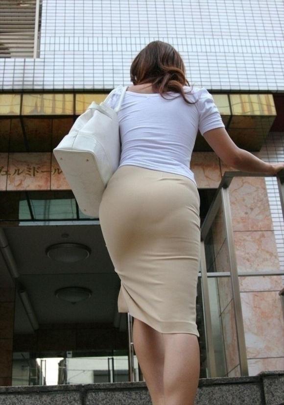 タイトスカート履いてるOLのピタっと感がエロいwwwwwww【画像30枚】22_20171203015411716.jpg