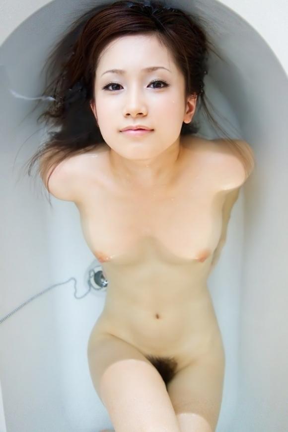 【入浴中】お風呂に浸かってる女の子って一層エロく見えるから好きなんだなぁ〜wwwwwww【画像30枚】22_20180221165319808.jpg