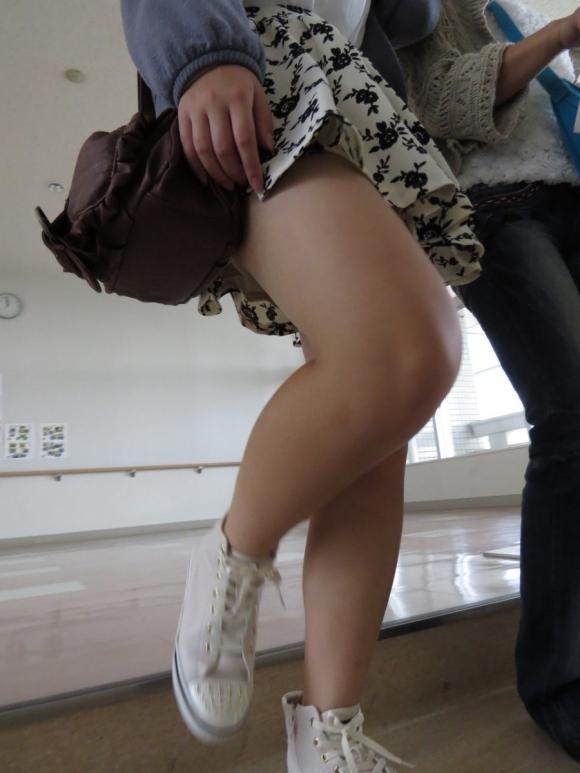 外で見かけるエロい脚にグッとくるwwwwwww【画像30枚】22_2018041701123544a.jpg