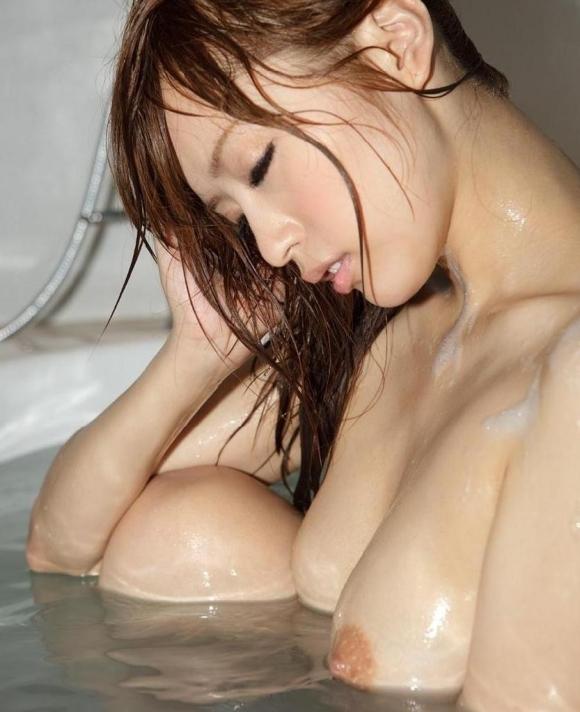 【入浴中】お風呂中の女の子がめっちゃ妖艶でエロいwwwwwww【画像30枚】22_201805090216576d8.jpg