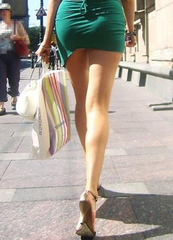 スカートが短すぎて『自分からパンツ見せにきてる』女の子wwwwwww【画像30枚】22_20180511011514340.jpg
