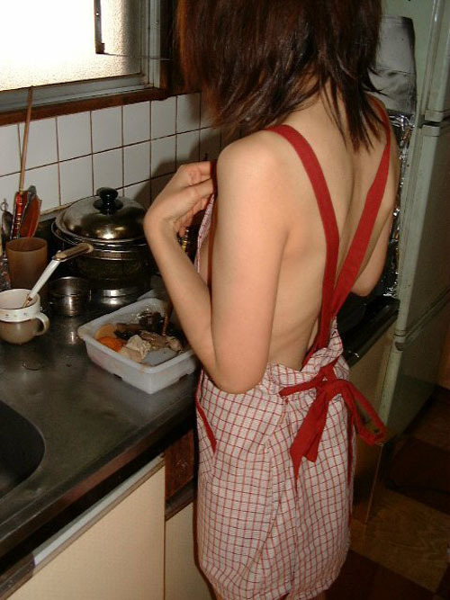 裸エプロンなどで料理してる女の子が美味しそうwwwwwww【画像30枚】22_20180524223013df5.jpg