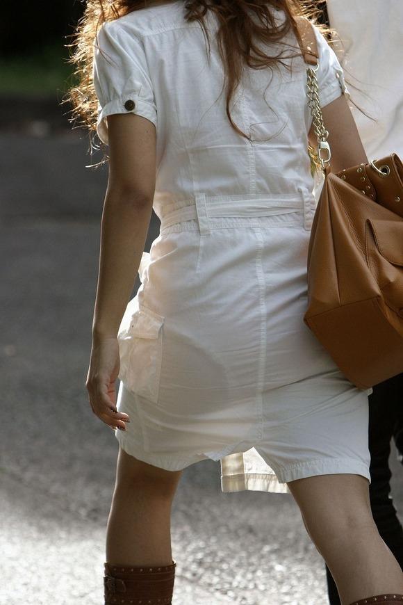 暑いからってパンツ透けるスカートで外出しちゃダメだってwwwwwww【画像30枚】22_201806010048256e1.jpg