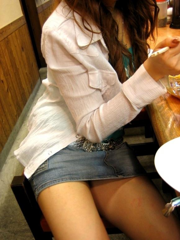 デニムスカートって簡単にパンチラしちゃうから履くとき注意なwwwwwww【画像30枚】22_20180610011910d5a.jpg