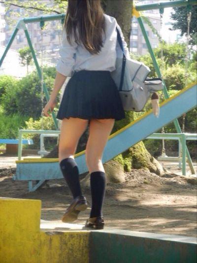 【女子校生】JKのパンツ見れるとなんでこんなにハッピーな気分になれるんだろうなwwwwwww【画像30枚】22_20180725011125af9.jpg