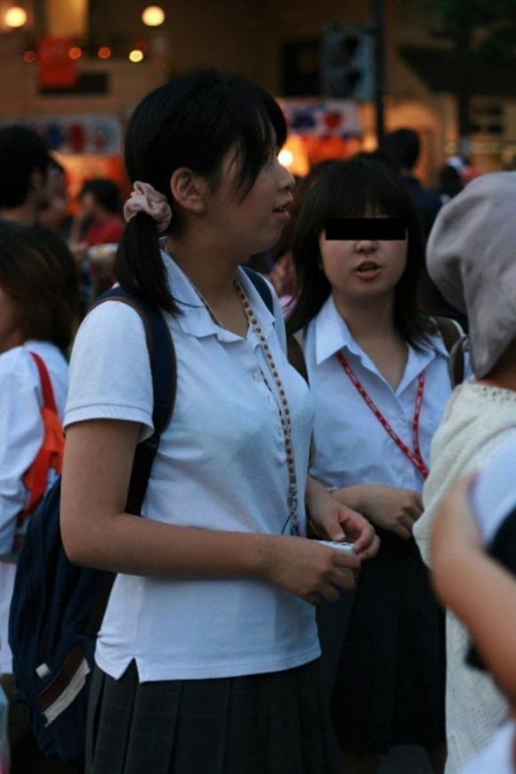 【女子校生】薄着になる夏はJKの透けブラを大量ゲットできる季節wwwwwww【画像30枚】22_20180726004052824.jpg