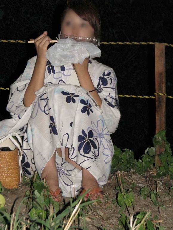 【夏模様】浴衣からの透けパンティやパンチラが頻発する季節になってきましたwwwwwww【画像30枚】22_201807281920166b6.jpg