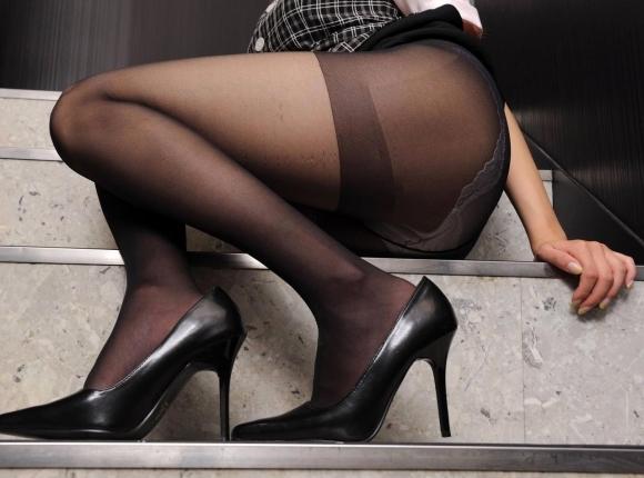 黒ストッキングを履いたOLさんの脚ってエロいよなwwwwwww【画像30枚】23_20171024131340537.jpg