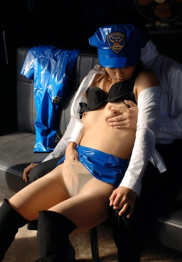 エッチな婦警さんになら逮捕されて取り調べられても許せるwwwwwww【画像30枚】23_201711162315434eb.jpg
