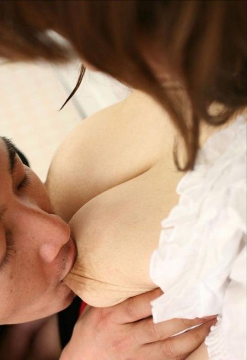【集中攻め】敏感乳首をヤラれて気持ち良くなってる女の子wwwwwww【画像30枚】23_20180202002406a90.jpg