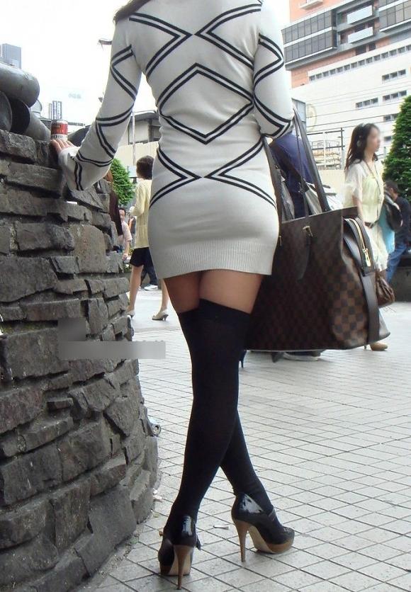 スカートが短すぎて『自分からパンツ見せにきてる』女の子wwwwwww【画像30枚】23_201805110115177f7.jpg