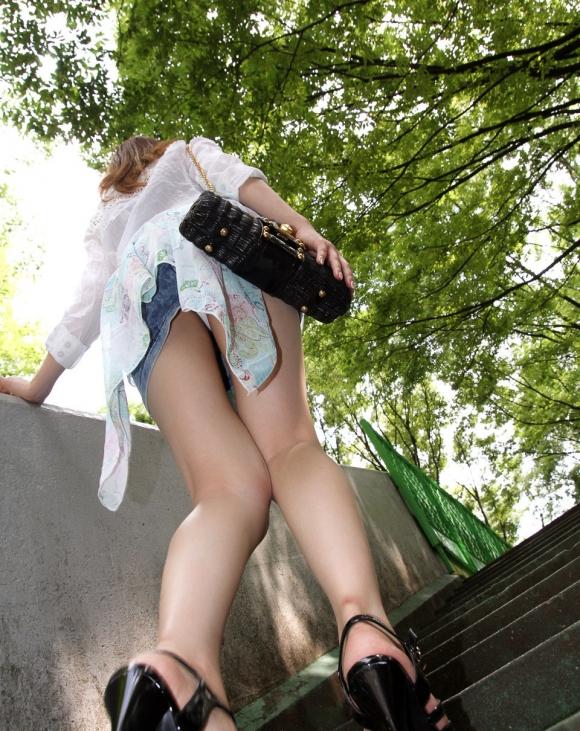 【パンチラ】リアルに女の子のパンツを覗き見したいwwwwwww【画像30枚】23_20180528003919764.jpg