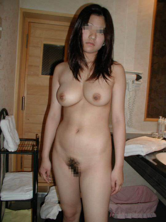 【リアルガチ】やっぱ他人の彼女の裸画像ってくっそヌケるわwwwwwww【画像30枚】24_201712250125537d2.jpg
