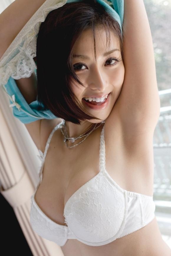 【脱衣中】女の子が服を脱いでる脱衣画像が結構エロいwwwwwww【画像30枚】24_2018011701524076b.jpg