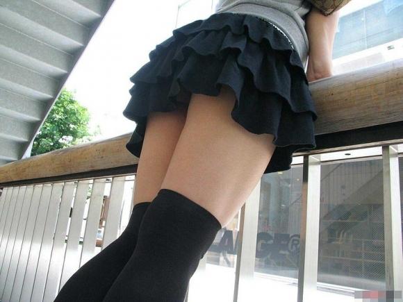 ニーハイ履いた女の子の脚がマジでたまらんwwwwwww【画像30枚】24_201805080118021cc.jpg